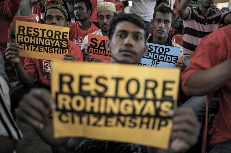 Ethnic Rohingya refugees from Myanmar residing in Malaysia hold placards during a rally over the current Rohingya crisis at a hall in Ampang, in the suburbs of Kuala Lumpur on June 3, 2015 (AFP Photo/Mohd Rasfan)