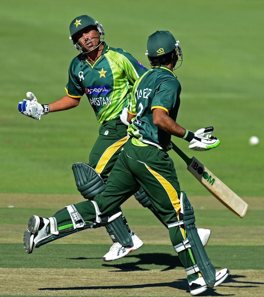 JOHANNESBURG, SOUTH AFRICA - MARCH 17:  Younis Khan of Pakistan runs a single with Muhammad Hafeez during the 3rd One Day International match between South Africa and Pakistan at Bidvest Wanderers Stadium on March 17, 2013 in Johannesburg, South Africa.  (Photo by Duif du Toit/Gallo Images/Getty Images)