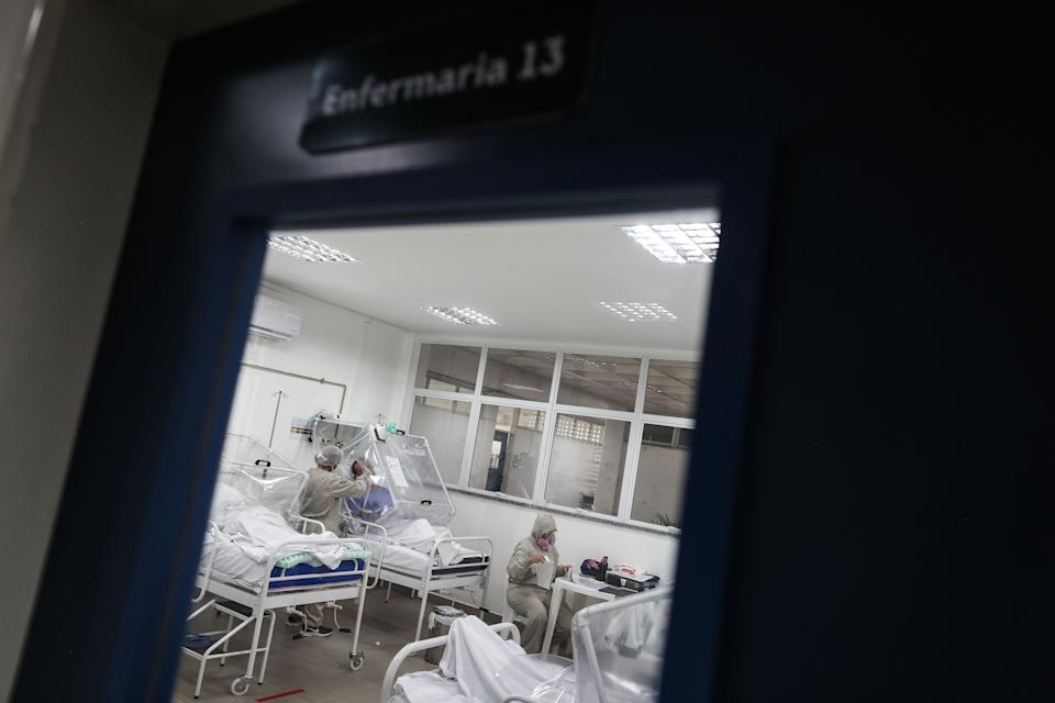 TOPSHOT - Health workers assist COVID-19 patients at the Gilberto Novaes Municipal Hospital in Manaus, Brazil on June 8, 2020. - The hospital has a new wing dedicated exclusively to give medical attention to indigenous patients infected with COVID-19. (Photo by MICHAEL DANTAS / AFP) (Photo by MICHAEL DANTAS/AFP via Getty Images)