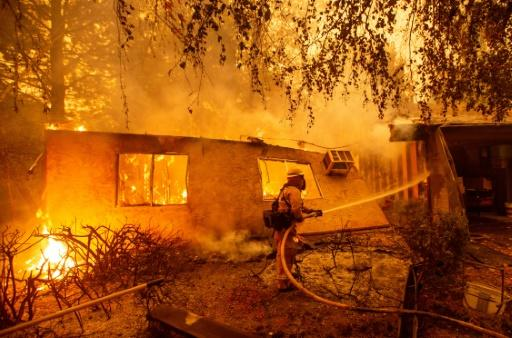 Firefighters battle flames at a burning apartment complex in Paradise, north of Sacramento, California on November 9, 2018