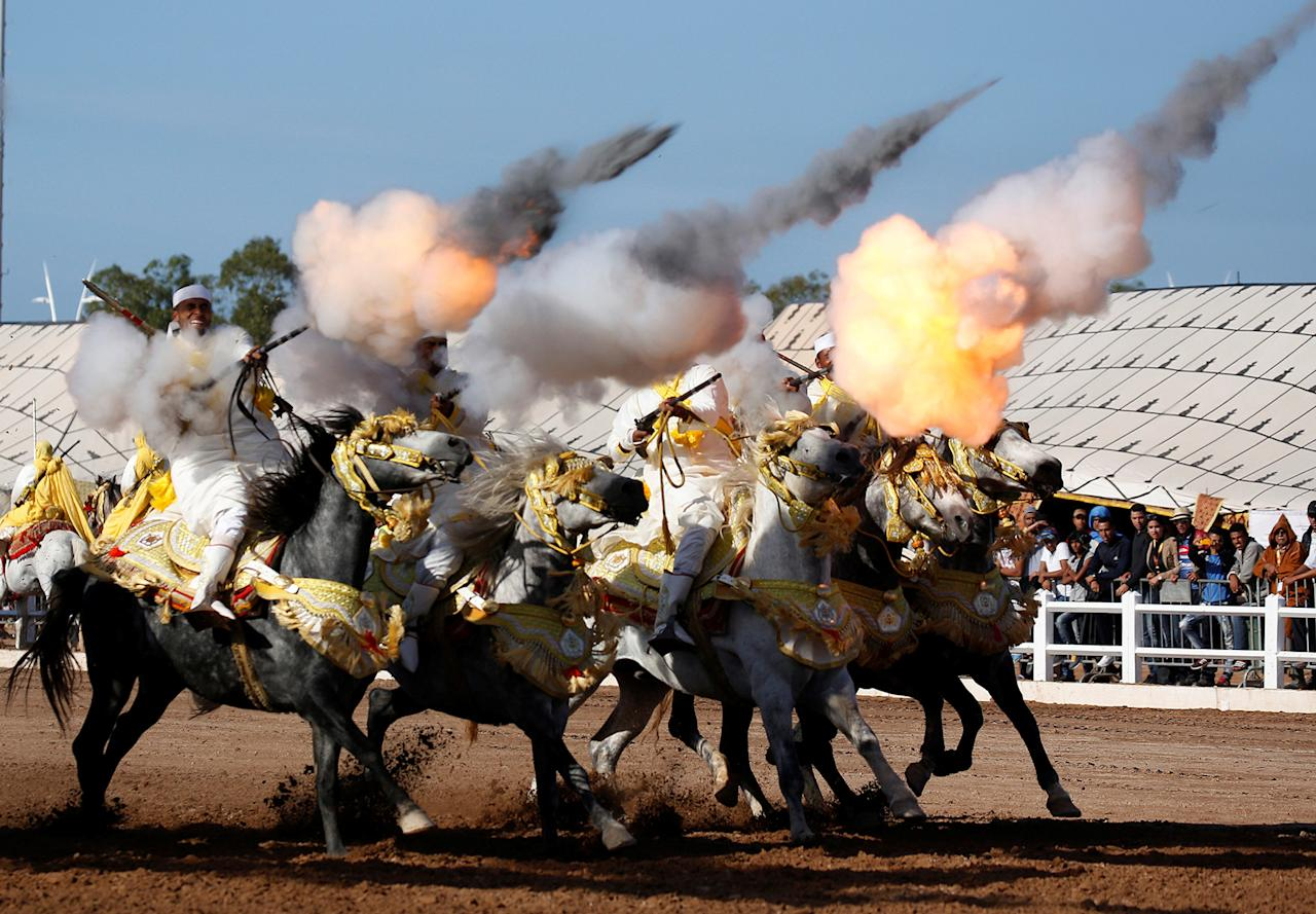 <p>Horse riders perform with guns during the El-Jadida International Horse Show in El-Jadida, south of Casablanca, Morocco, Oct. 15, 2016. (Photo: Youssef Boudlal/Reuters) </p>
