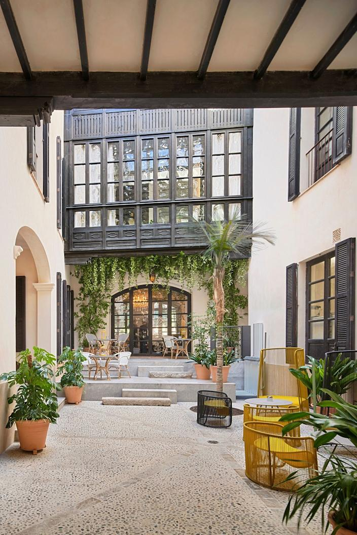 "<div class=""caption""> ""One of the project's most important interventions has been opening the doors of the garden—until now unknown by the vast majority—to the city and giving it visibility from the entrance courtyard and from the street,"" said OHLAB. </div>"