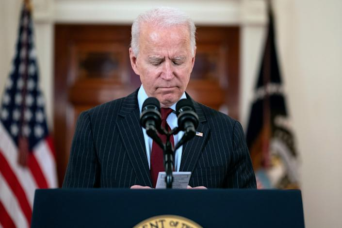 In a speech at the White House on Monday, President Joe Biden reads the number of Americans who have died of COVID-19. (Photo: Evan Vucci/Associated Press)