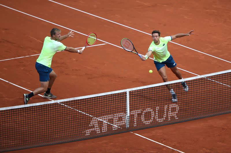 Holders Krawietz and Mies reach men's doubles final
