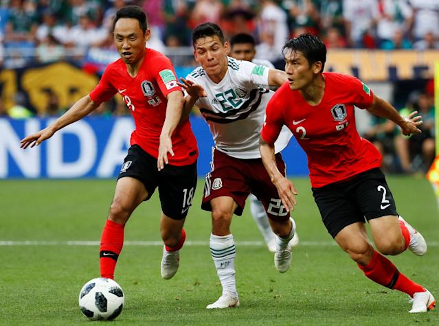 Soccer Football - World Cup - Group F - South Korea vs Mexico - Rostov Arena, Rostov-on-Don, Russia - June 23, 2018 South Korea's Moon Seon-min and Lee Yong in action with Mexico's Hirving Lozano REUTERS/Jason Cairnduff
