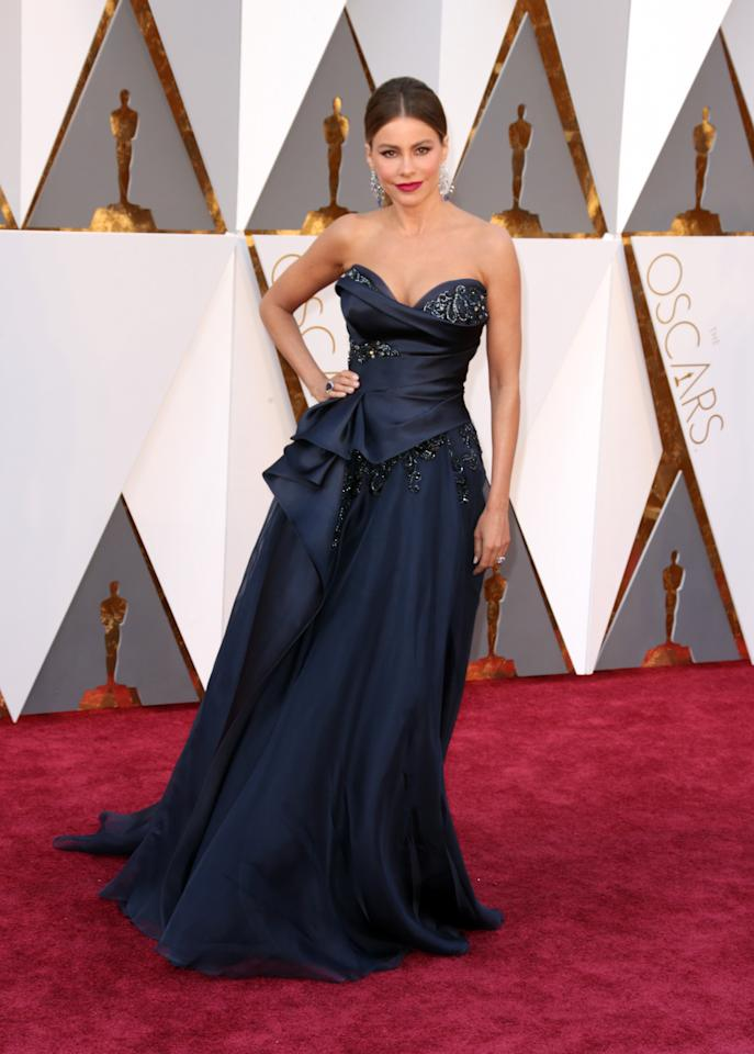 <p>While Vergara said that she went for something different in this navy blue gown, the strapless and overloaded cleavage are tried-and-true red carpet regulars for the actress. <i>(Photo: Getty Images)</i></p>