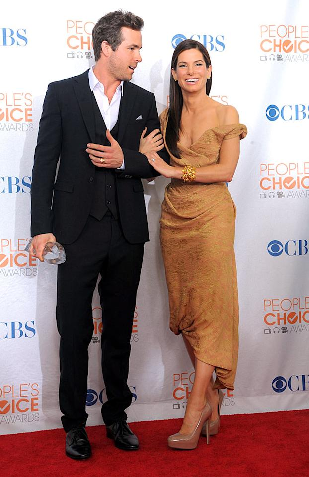 """Two of the night's other big winners were the delicious Ryan Reynolds and a super sexy Sandra Bullock. The dynamic duo's summer hit, """"The Proposal,"""" was named Favorite Comedy Movie, and Sandy also collected a trophy for Favorite Movie Actress. Jason Merritt/<a href=""""http://www.gettyimages.com/"""" target=""""new"""">GettyImages.com</a> - January 6, 2010"""