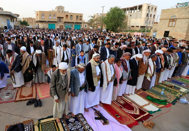 Yemeni worshippers perform Muslim Eid al-Fitr prayers in the capital Sanaa on June 15, 2018 (AFP Photo/Mohammed HUWAIS)