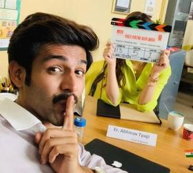 Kartik Aaryan shoots with mystery actress for Pati Patni Aur Woh; netizens root for Kriti Sanon