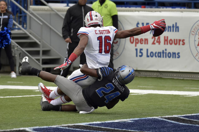 Southern Methodist wide receiver Courtland Sutton (16) stretches toward the endzone to score a touchdown against Memphis defensive back Tito Windham (24) in the first half of an NCAA college football game Saturday, Nov. 18, 2017, in Memphis, Tenn. (AP Photo/Brandon Dill)