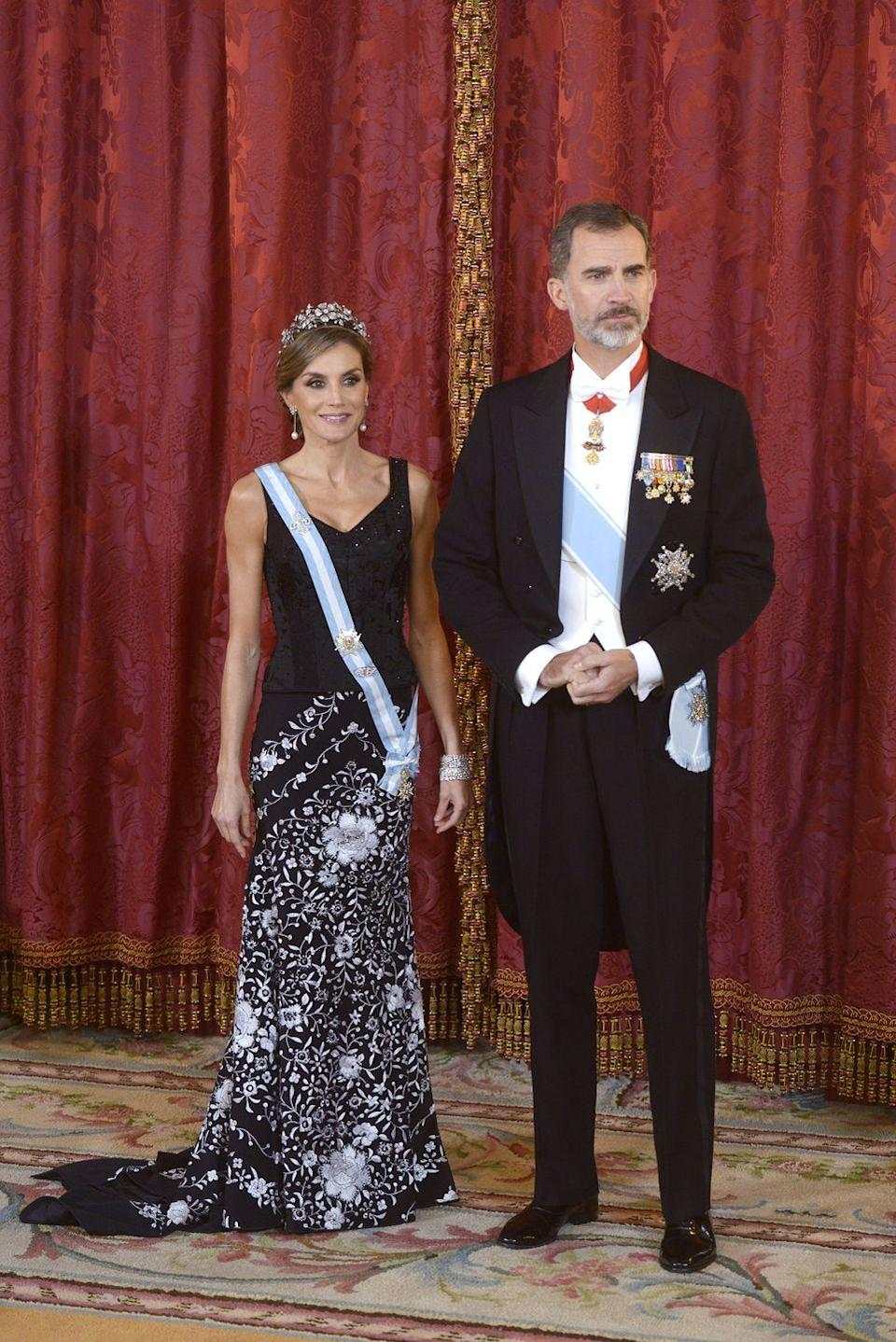 <p>Queen Letizia looked stunning in the Mellerio Floral Tiara, a gorgeous tiara that belongs to her mother-in-law Queen Sofia. Letizia wore a black and white skirt by Lorenzo Caprile paired with a black top for a gala dinner in honor of the Israeli President Reuven Rivlin.</p>