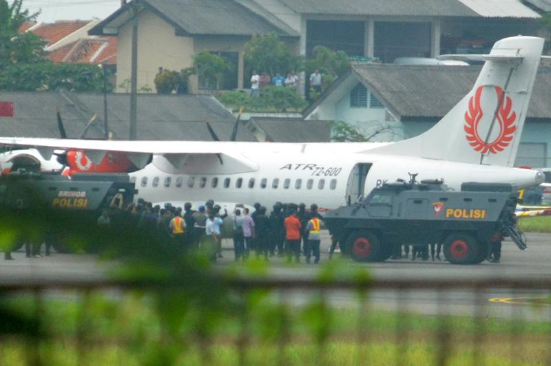 The plane reportedly carrying two Australian drug smugglers on death row, Andrew Chan and Myuran Sukumaran, sits at Cilacap airport in Central Java following a flight from Bali on March 4, 2015 (AFP Photo/Dida Nuswantara)