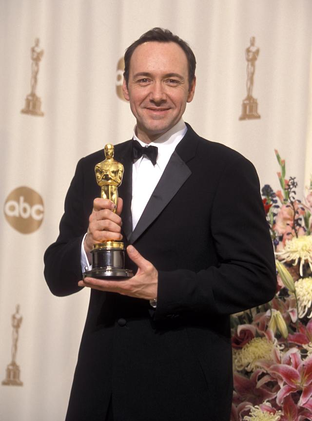 <em>American Beauty</em> star Kevin Spacey holds his Best Actor trophy at the 2000 Academy Awards. (Photo: Ron Galella/Ron Galella Collection via Getty Images)