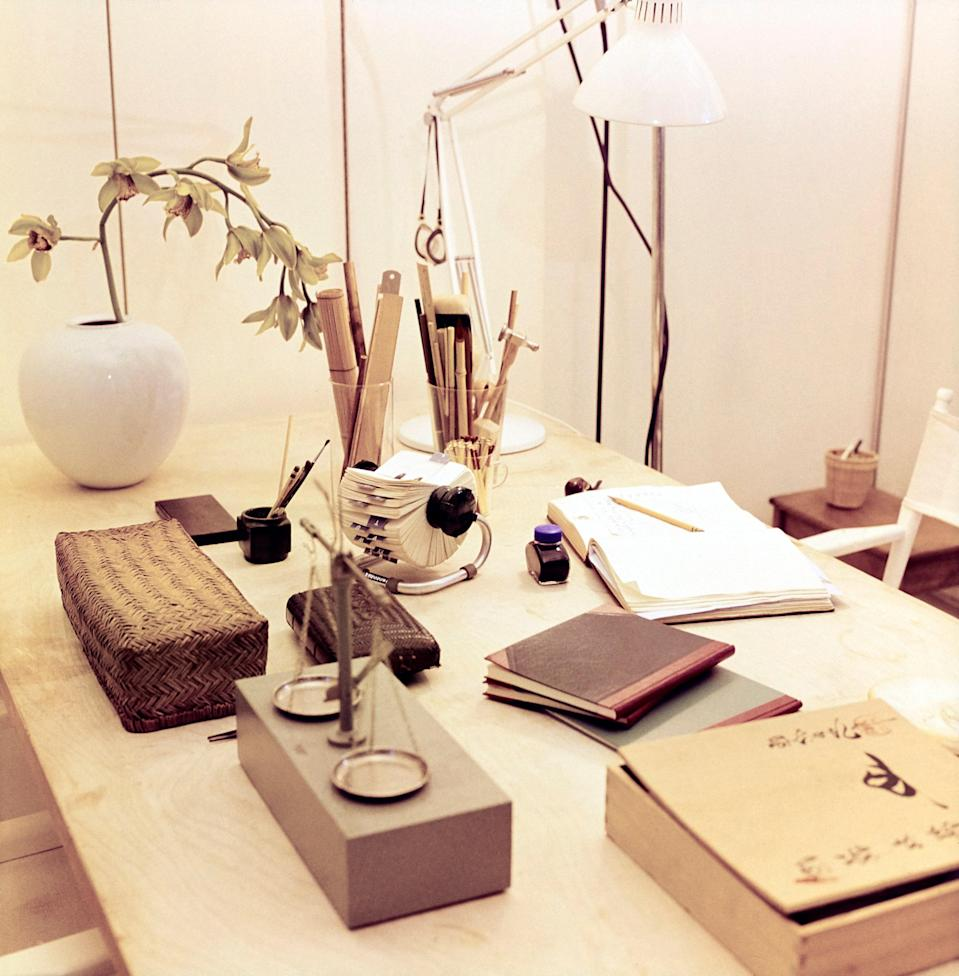 "<h1 class=""title"">Elsa Peretti's Work Table, Vogue</h1> <div class=""caption""> Elsa's work table: ""If I have an idea, I write it down in a pretty book."" Alongside her collection of Asian boxes and baskets is a jeweler's scale. </div> <cite class=""credit"">Photographed by Horst P. Horst, <em>Vogue,</em> April 1976</cite>"