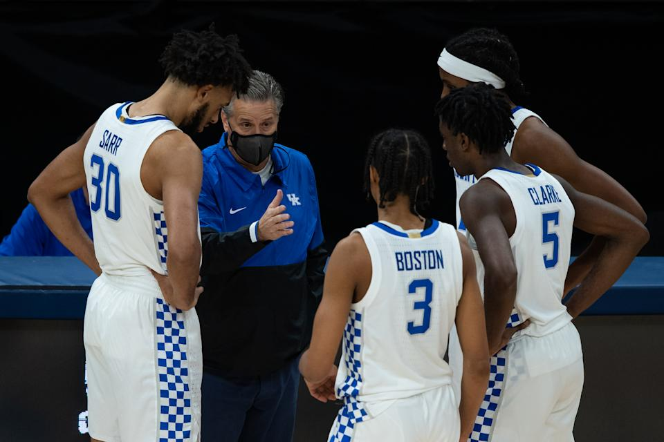 Kentucky Wildcats coach John Calipari huddles with the team on the sidelines during a game against Kansas. (Zach Bolinger/Icon Sportswire via Getty Images)