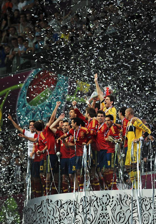 KIEV, UKRAINE - JULY 01: Spain players celebrate with the trophy following victory in the UEFA EURO 2012 final match between Spain and Italy at the Olympic Stadium on July 1, 2012 in Kiev, Ukraine. (Photo by Jasper Juinen/Getty Images)