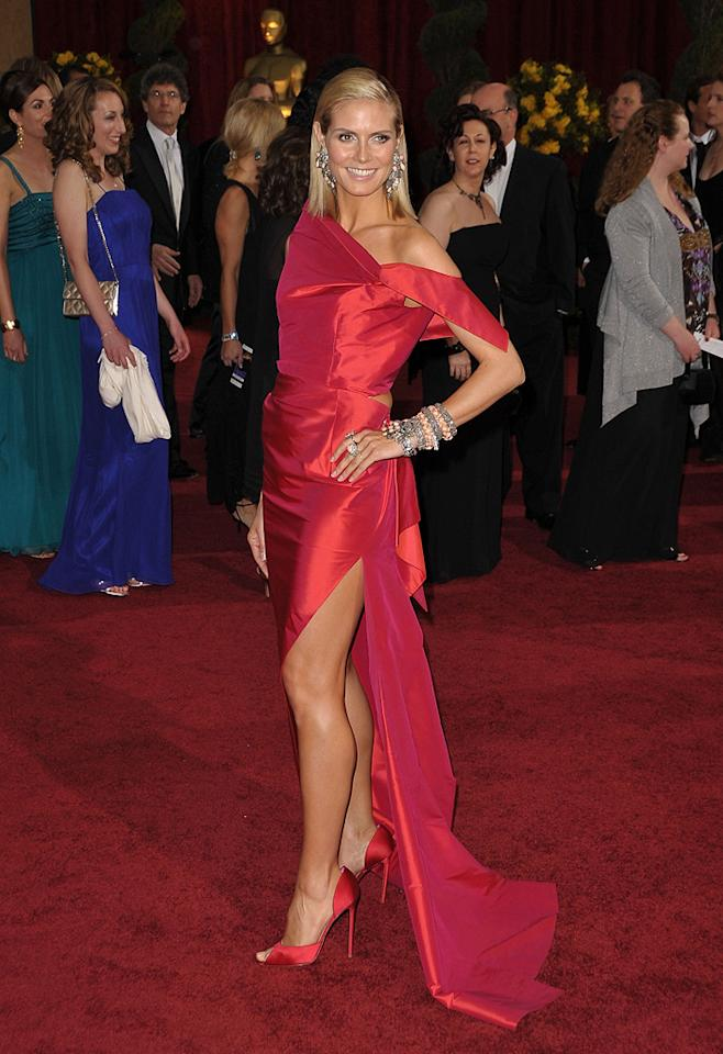 "Heidi Klum   Grade: D       The ""Project Runway"" hostess hit the catwalk in excessive jewels, limp locks, and a red Roland Mouret wreck."