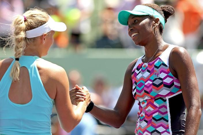 Caroline Wozniacki congratulates Venus Williams after their match during the Miami Open on March 30, 2015 in Key Biscayne, Florida (AFP Photo/Matthew Stockman)