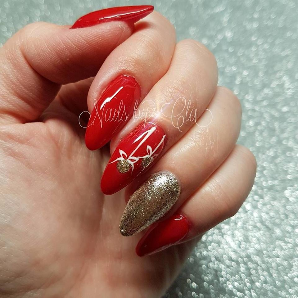 "<p>Ornaments aren't just for your tree. This year, decorate your nails with an accent nail that has delicate gold Christmas designs.</p><p><a class=""body-btn-link"" href=""https://www.amazon.com/essie-luxeffects-polish-summit-style/dp/B00SH90T4I/?tag=syn-yahoo-20&ascsubtag=%5Bartid%7C10055.g.194%5Bsrc%7Cyahoo-us"" target=""_blank"">SHOP GLITTER POLISH</a></p><p><em><a href=""https://www.instagram.com/p/B1CDesCAqim/"" target=""_blank"">See more on Nails by Cla's Instagram »</a></em></p>"