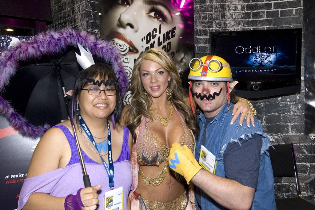 "Costumed Comic-Con attendees pose with one of the ""Killer Beauties"" from Lionsgate's <a href=""http://movies.yahoo.com/movie/1809838857/info"">The Spirit</a>."