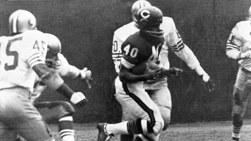 Gale Sayers' greatness was on full display vs. 49ers with six-TD game