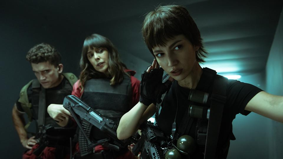 Cast of Money Heist Part 5: Volume 1 holds guns while in a secure vault. Image via Netflix