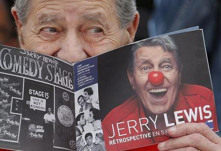 """Cast member Jerry Lewis poses during a photocall for the film """"Max Rose"""" at the 66th Cannes Film Festival in Cannes May 23, 2013. REUTERS/Regis Duvignau"""