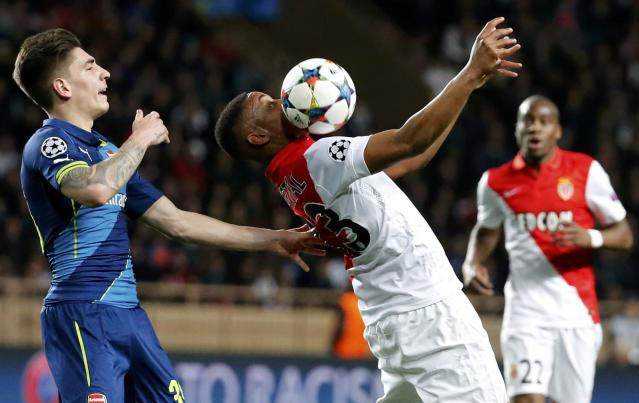 AS Monaco's Anthony Martial (C) attempts to control the ball against Arsenal's Hector Bellerin (L) during their Champions League round of 16 second leg soccer match at the Louis II Stadium in Monaco, March 17, 2015. REUTERS/Eric Gaillard (MONACO - Tags: SPORT SOCCER)