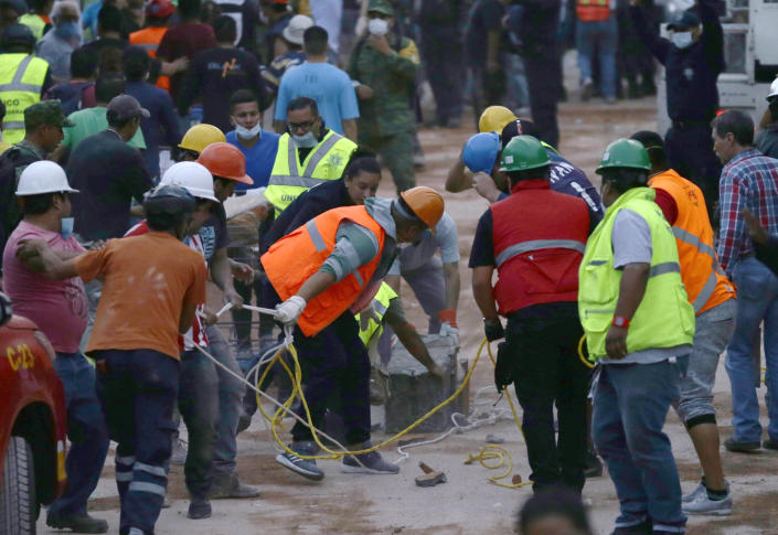 <p>Volunteers and rescue personnel work on the remains of a collapsed primary school after a 7.1 earthquake struck Mexico City, Tuesday, Sept. 19, 2017. (Photo: Marco Ugarte/AP) </p>