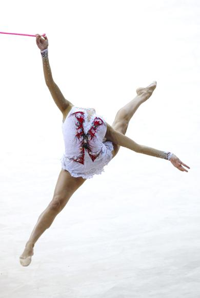Russia's Eugenia Kanaeva jumps as she performs her routine with the rope during the rhythmic gymnastics qualifying round at the 2009 World Games in Kaohsiung July 17, 2009. The World Games will be held from July 16-26 in the southern Taiwan city of Kaohsiung. (REUTERS/Nicky Loh)