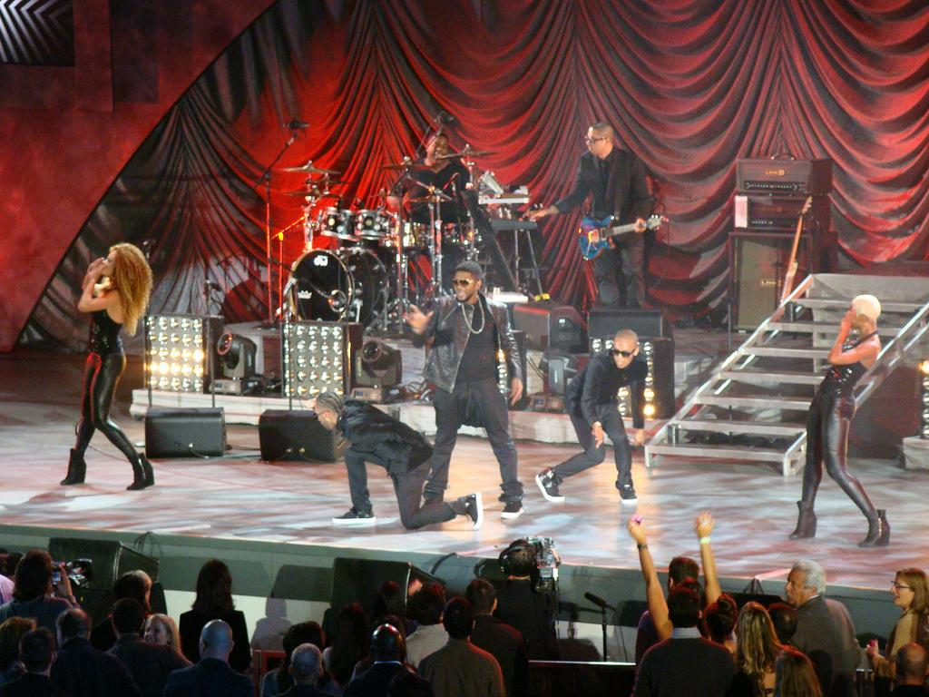 "Usher performs at ""A Decade of Difference""  concert on October 15, 2011 at the Hollywood Bowl, Los Angeles.<br><br>(Photo credit: © 2011 <a target=""_blank"" href=""http://www.flickr.com/photos/23384148@N07"">GW1982</a> in Flickr)"