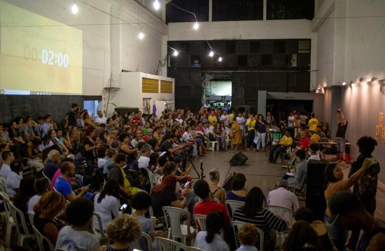 Residents of the Mare favela packed out the cultural center where a debate between candidates for Rio governor was taking place