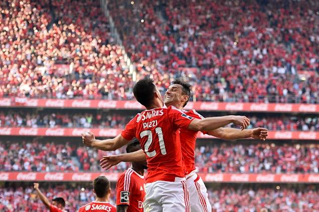 "Benfica's forward Luis Fernandes ""Pizzi"" (L) celebrates a goal with forward Jonas Oliveira on May 15, 2015 (AFP Photo/Patricia de Melo Moreira)"