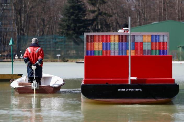 On a French lake, mariners learn how not to get stuck in Suez canal