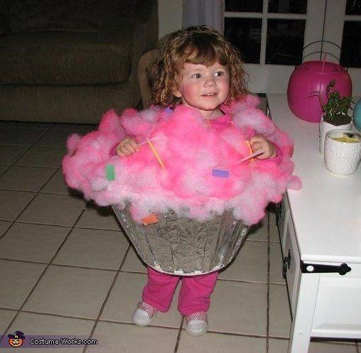 """<a href=""""http://www.costume-works.com/costumes_for_babies/little_cupcake.html"""" target=""""_blank"""">vía Costume Works </a>"""