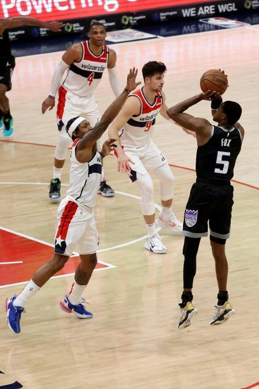 Sacramento's De'Aaron Fox puts up the game-winning shot over Washington's Bradley Beal in the Kings' 121-119 NBA victory over the Wizards