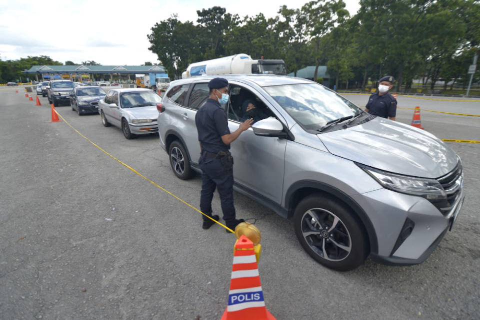 MAH president Yap Lip Seng suggested additional mechanisms to allow private vehicles to be used for leisure in RMCO states. — Picture by Miera Zulyana