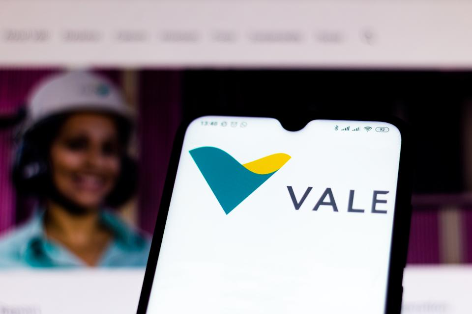 BRAZIL - 2020/02/15: In this photo illustration the Vale website seen displayed on a smartphone. (Photo Illustration by Rafael Henrique/SOPA Images/LightRocket via Getty Images)
