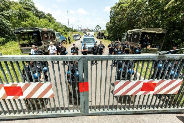 Riot policemen stand at the entrance of the Kourou space center (Centre Spatial Guyanais) during a protest over security and the state of the economy on April 4, 2017 in Kourou, French Guiana
