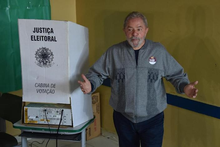 Brazilian former president Luiz Inacio Lula da Silva, of the Workers' Party, leaves the booth after casting his vote during the municipal elections' first round at a school in Brazil, on October 2, 2016 (AFP Photo/Nelson Almeida)