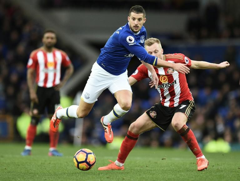Sunderland stay bottom after Everton defeat
