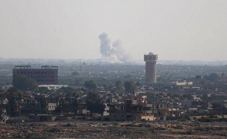 Smoke rises in Egypt's North Sinai as seen from the border of southern Gaza Strip with Egypt July 1, 2015. REUTERS/Ibraheem Abu Mustafa