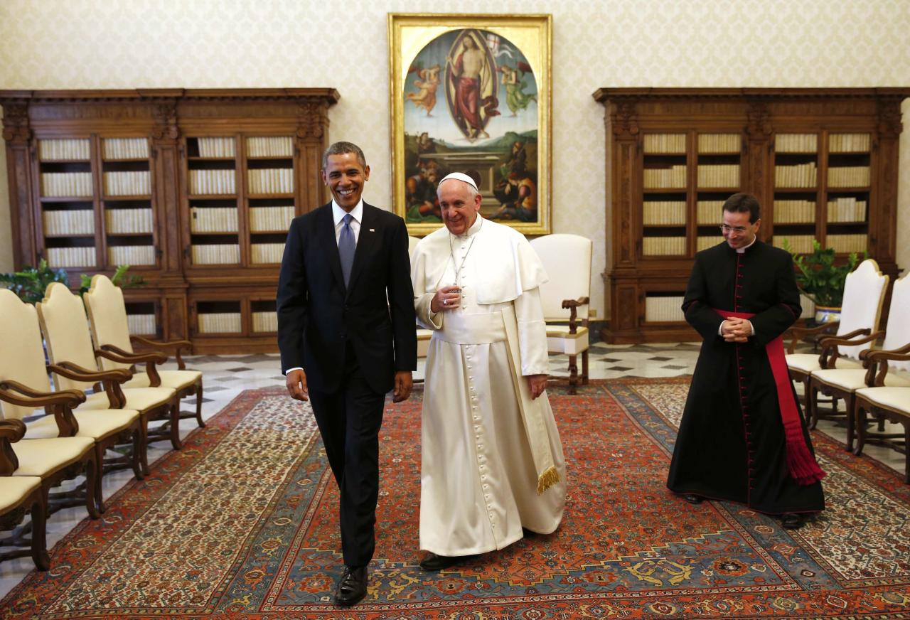 U.S. President Barack Obama walks with Pope Francis during their meeting at the Vatican March 27, 2014. Obama highlighted growing gaps between rich and poor ahead of his first meeting on Thursday with Pope Francis, an event that was expected to focus on the fight against poverty and skirt moral controversies over abortion and gay rights. REUTERS/Kevin Lamarque (VATICAN - Tags: POLITICS RELIGION)