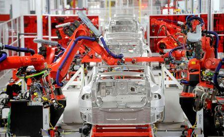 FILE PHOTO: Robotic arms assemble Tesla's Model S sedans at the company's factory in Fremont, California, U.S., June 22, 2012.    REUTERS/Noah Berger/File Photo