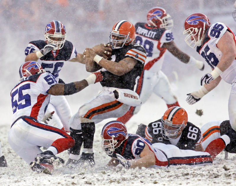 Jamal Lewis shown here with the Cleveland Browns in 2007, detailed his battles with post-concussion symptoms. (AP)