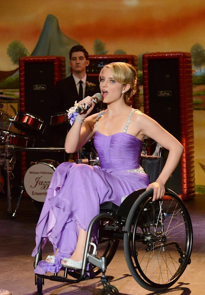 "Quinn (Dianna Agron) performs at prom in the ""Prom-asaurus"" episode of ""<a target=""_blank"" href=""http://tv.yahoo.com/glee/show/44113"">Glee</a>."" Who do you think came as her prom date?"