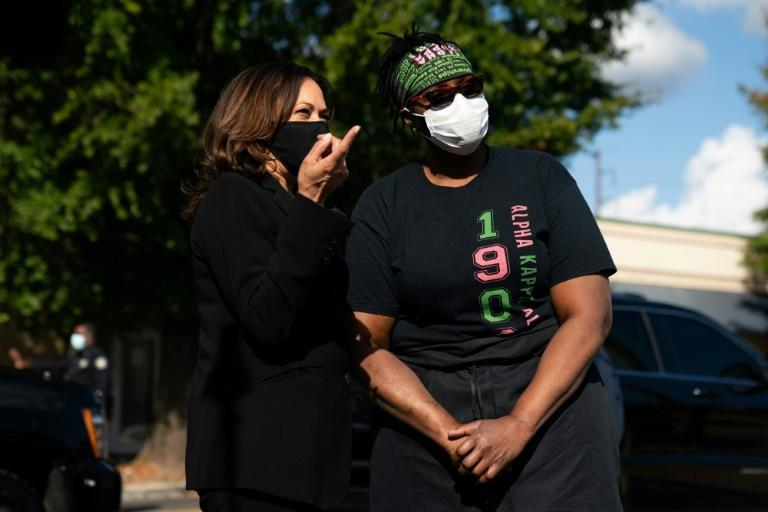 Kamala Harris speaks to Tracy Gates, the owner of the Busy Bee Cafe, a soul-food restaurant in Atlanta, Georgia