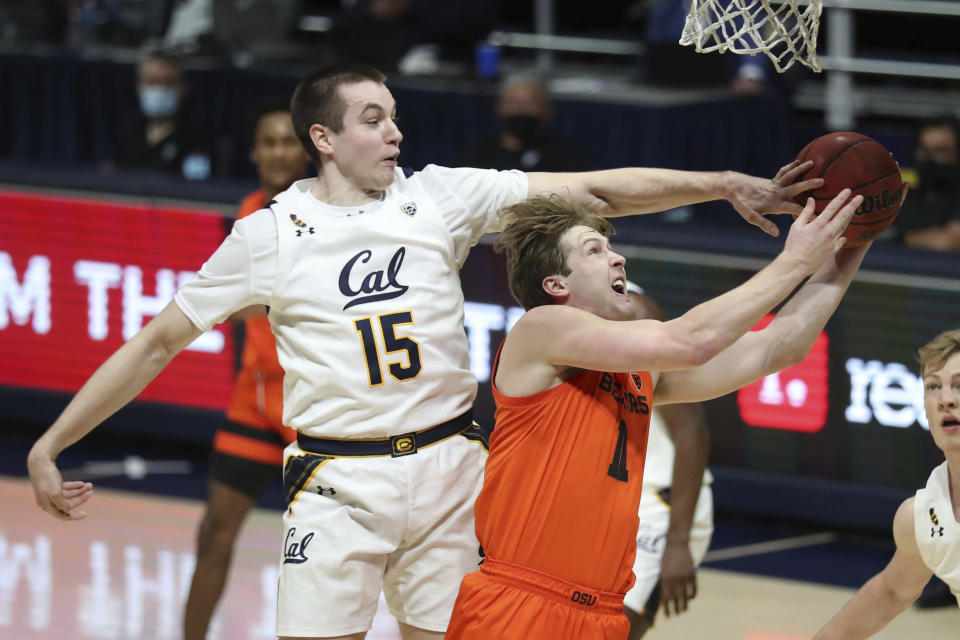 California forward Grant Anticevich defends against Oregon State forward Zach Reichle during the first half of an NCAA college basketball game in Berkeley, Calif., Thursday, Feb. 25, 2021. (AP Photo/Jed Jacobsohn)