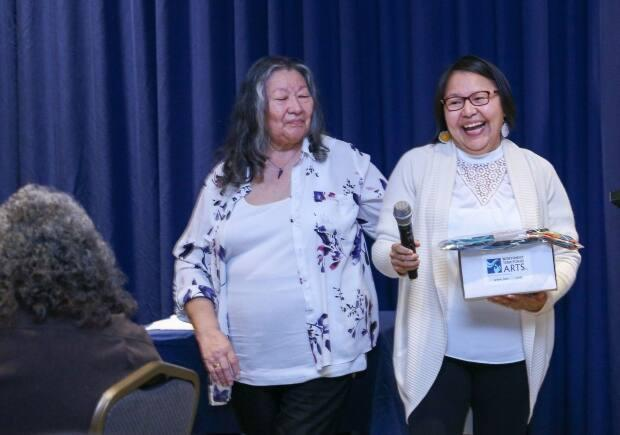 Doreen Arrowmaker won the Tłı̨chǫ region's Wise Woman Award from the Status of Women Council of the NWT.