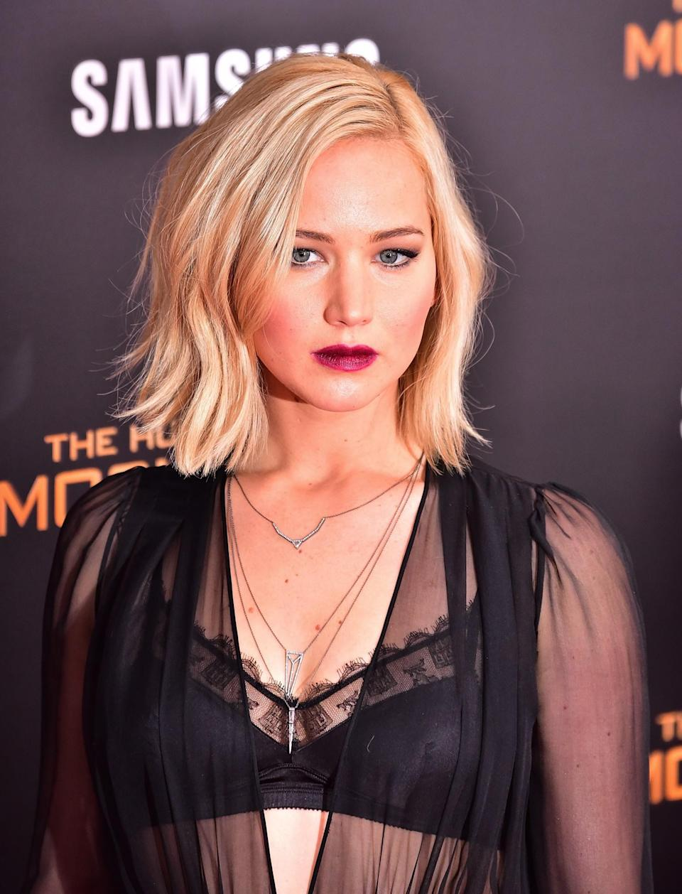 <p>Dark, velvety lipstick was the star of this ensemble. Jen's bob was styled to boast a sleek 'flick', too. [Photo: Getty] </p>